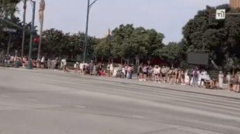 Disneyland's long maskless line