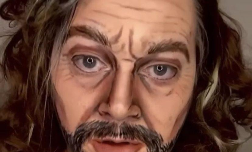 Woman pranks husband with makeup scare